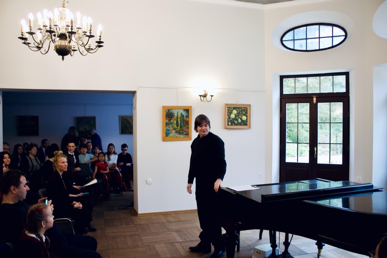 koncert kolędowy szkoły muzycznej z 2020 roku, Dr. Krzysztof Komarnicki