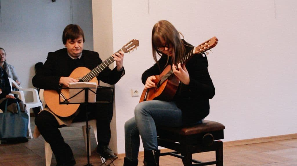 gra na gitarze, duo gitarowe, Krzysztof Komarnicki,lekcjegitary, koncert listopadowy