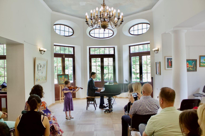 uczennica klasy skrzypcowej Unisono i akompaniament Dr Artura Chmary, Pałacyk Fangora PAN - koncert