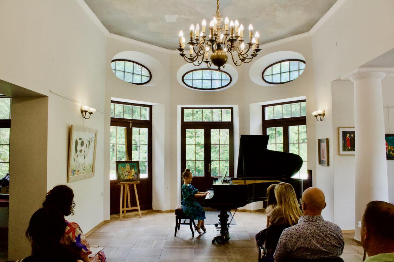 uczennica klasy fortepianu Unisono, Pałacyk Fangora PAN, koncert