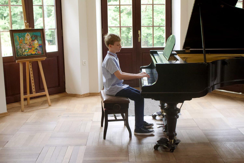 uczeń klasy fortepianu Unisono, Pałacyk Fangora PAN, koncert, fortepian, koncert doroczny 2021 Unisono