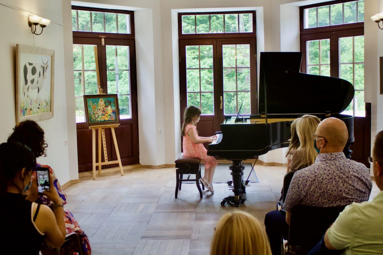 uczennica klasy fortepianu Unisono, Pałacyk Fangora PAN - koncert
